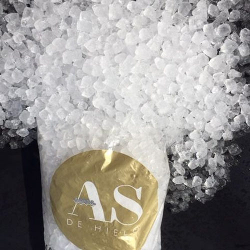 NUGGET CRUSHED ICE BAG (10KGS)
